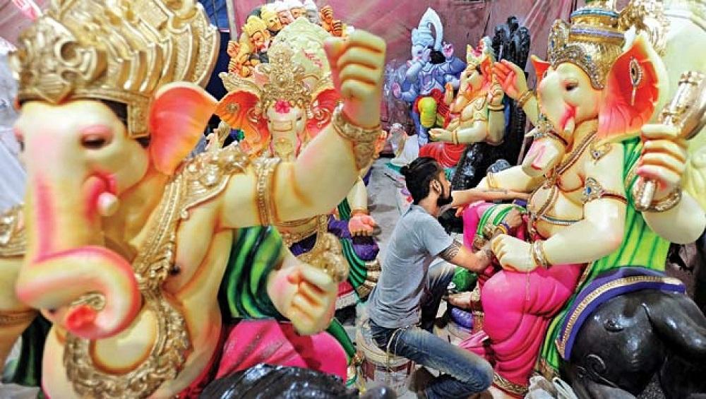 COVID-19 Affects Ganesh Idol Makers Business: कोरोना विषाणूमुळे गणेशमूर्तीकारांच्या व्यवसायांवर मोठा परिणाम