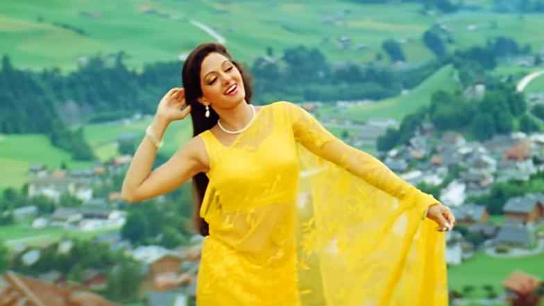 World Saree Day : साड्यांना ग्लॅमरस लूक मिळवून देणाऱ्या बॉलिवूडमधील सदाबहार अभिनेत्री
