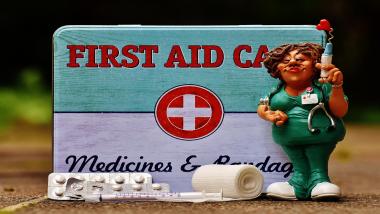 First Aid Box मध्ये नेमके काय काय असावे ?
