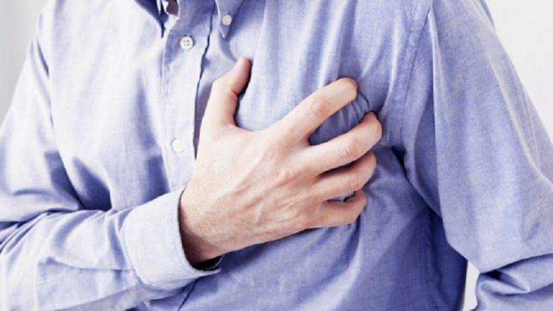 शरीरातील कोलेस्ट्रॉल वाढल्याचा संकेत देतात ही '७' लक्षणे !