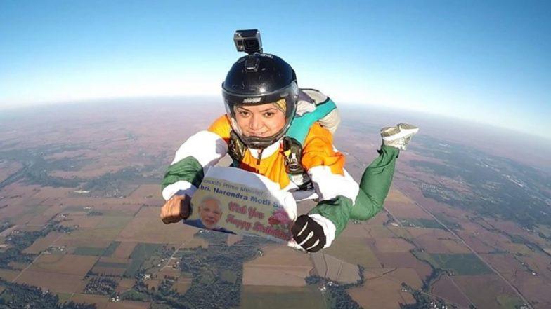 नरेंद्र मोदींना वाढदिवसाच्या शुभेच्छा देण्यासाठी  शीतल महाजनची 13,000 फूटावरून उडी