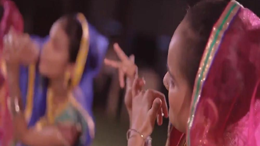 व्हिडिओ: पंतप्रधान नरेंद्र मोदींनी लिहिलेल्या गाण्यावर दिव्यांग मुलींचा गरबा