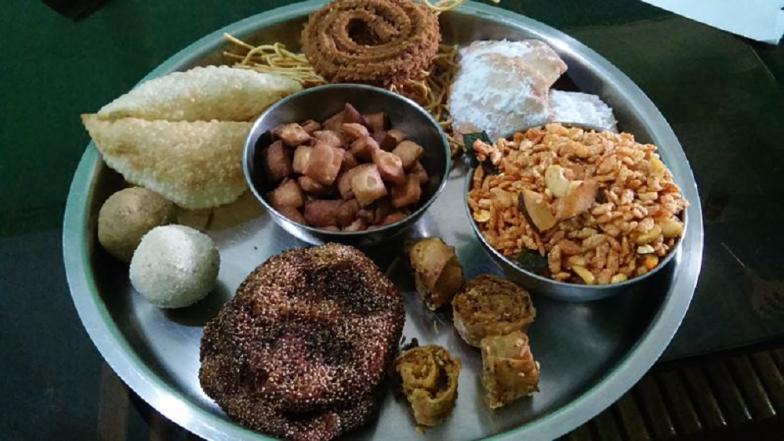 Diwali 2018 : दिवाळीत फराळाला असा द्या हेल्दी ट्विस्ट !