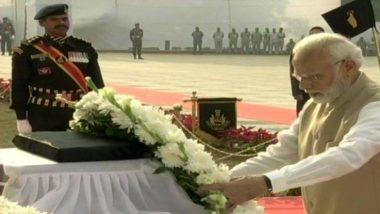 पंतप्रधान नरेंद्र मोदी यांनी फडकवला तिरंगा; शहीद झालेल्या पोलिसांना वाहिली श्रद्धांजली