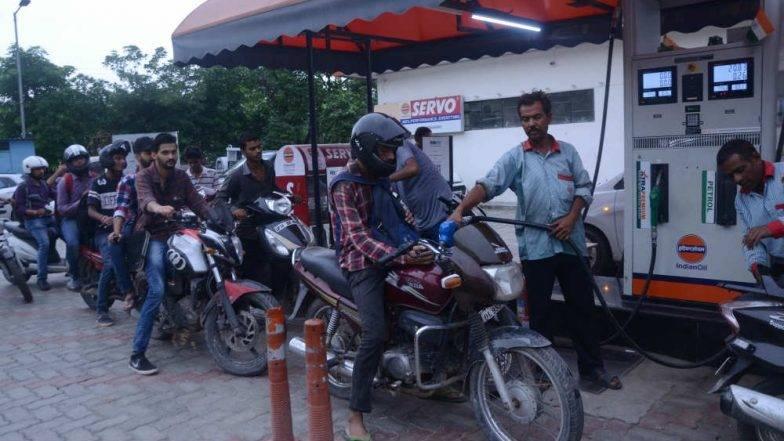 पेट्रोल, डिझेलच्या किमतीत अडीच रुपयांची कपात; अर्थमंत्री अरुण जेटलींकडून महागाईने हैराण जनतेला दिलासा