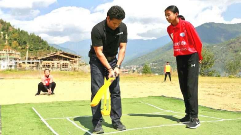 भूतानच्या क्रिकेट टीमला सचिनने दिली भेट ; शेअर केला खास फोटो