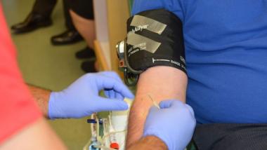 रक्तदानाबाबतच्या या  10 समज-गैरसमजांमुळे तुम्हीही  रक्तदान करत नाहीत का?