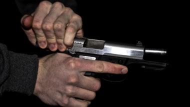 ठाणे: मेडिकलच्या दुकानात चोरी करण्यासाठी आलेल्या भामट्याकडून गोळीबार, एका तरुणाचा मृत्यू