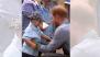 रॉयल कपलच्या  ऑस्ट्रेलिया दौर्यादरम्यान चिमुकल्यासाठी प्रिंस हॅरीने मोडला रॉयल प्रोटोकॉल (Video)