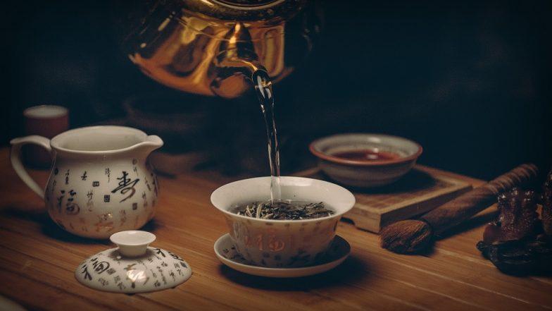 International Tea Day 2018 : चहाप्रेमींनो ! तलफ आली तरीही चहा या '5' वेळी पिणं टाळा
