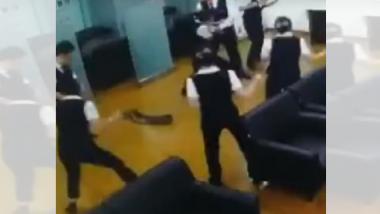Viral Video : मिटिंगमध्ये अचानक आला साप आणि....
