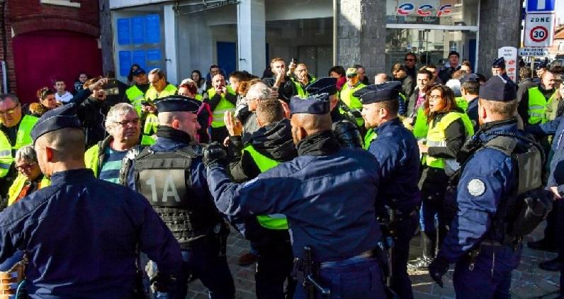 फ्रान्समध्ये इंधन दरवाढी विरोधात आंदोलन, 227 जखमी