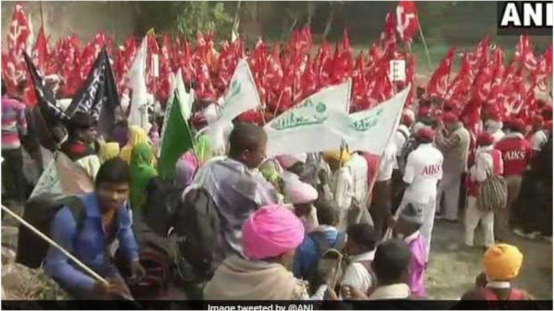 Farmers March in Delhi:  'अयोध्या नव्हे, कर्जमाफी पाहिजे' रामलीला मैदानावर शेतकऱ्यांची घोषणाबाजी; संसदेवर धडकणार मोर्चा