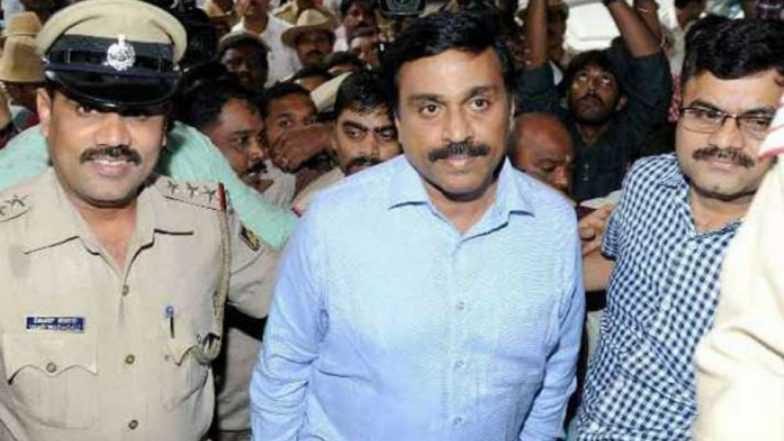 कर्नाटकचे माजी मंत्री, खाणसम्राट जनार्दन रेड्डी यांना लाच प्रकरणात अटक