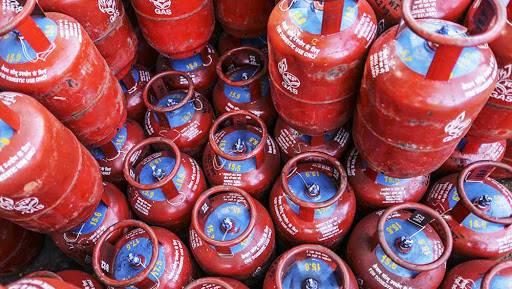 1 जानेवारी 2019 :  नवं वर्षात घरगुती गॅस सिलिंडरच्या किंमतीत घट