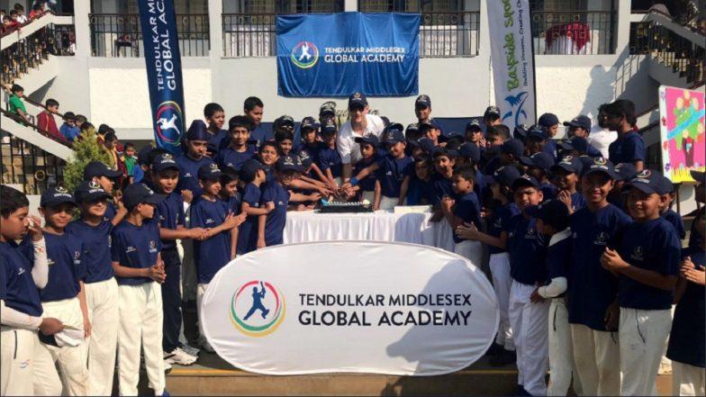 सचिन तेंडुलकर आणि विनोद कांबळी यांनी पुण्यातील कॅम्पमध्ये लहान मुलांना दिले क्रिकेटचे धडे!