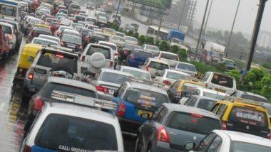 वाहतूक खरेदी करणाऱ्या ग्राहकांना सरकारचे मोठं गिफ्ट, नव्या गाड्यांवर रोड टॅक्समध्ये 50 टक्के घट