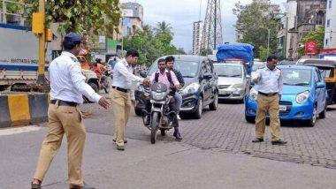 मुंबई: ट्रॅफिक पोलिसाने हटकल्यावर तरुणाने केला हल्ला, कपडे फाडून भर रस्त्यात केली मारहाण