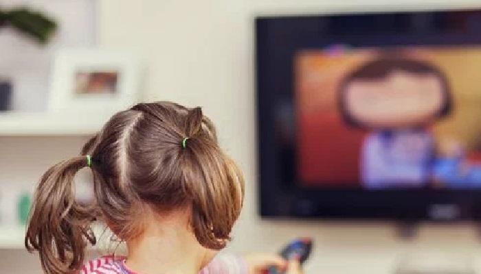 दोन तासांपेक्षा जास्त वेळ मुले टीव्ही पाहतात? होऊ शकतो 'हा' परिणाम