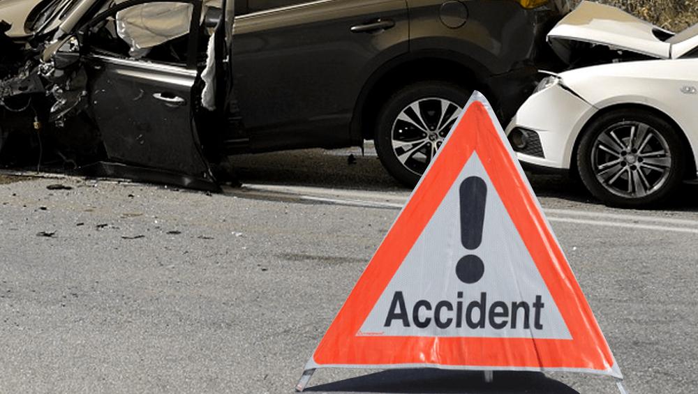 जळगाव ला जाणाऱ्या महामार्गावर भीषण अपघात; ट्रक आणि ओमनीची धडक झाल्याने 8 जणांचा मृत्यू