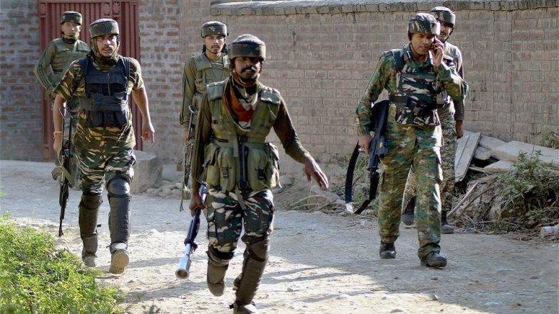 जम्मू-काश्मीर: पुलवामा येथे सुरु असलेल्या चकमकीत सुरक्षा दलाच्या जवानांकडून 4 दहशतवाद्यांचा खात्मा