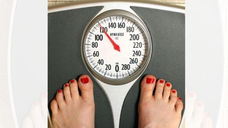 थंडीत जास्त झोप आणि खाल्ल्याने वजन वाढते, अशा पद्धतीने करा नियंत्रित