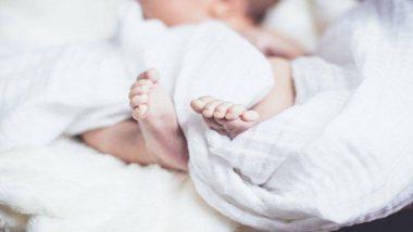 मुंबई लोकलमध्ये प्रवासादरम्यान गर्भवती महिलेला प्रसुती कळा सुरु झाल्याने दिला बाळाला जन्म