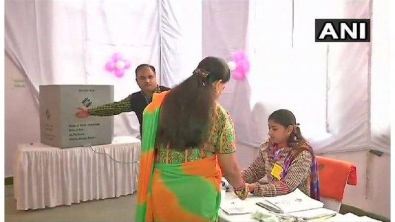 विधानसभा निवडणूक 2018: राजस्थान-तेलंगणामध्ये मतदानाला सुरुवात; वसुंधरा राजेंनी केले मतदान