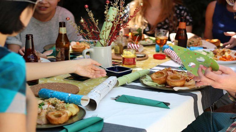 Christmas, New Year Party चा आनंद घेऊनही हेल्दी राहण्यासाठी खास टिप्स!
