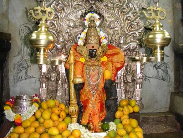 कोल्हापूर : महालक्ष्मी मंदिरामधील गरूड मंडपातील खाजगी अभिषेक बंद