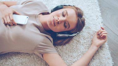 Earphones लावून झोपणे आरोग्यासाठी योग्य की अयोग्य?