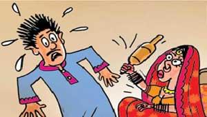 साहेब! बायको दरवाजा बंद करुन लाठीकाठ्यांनी मारते, नवरदेवांची पोलिसांकडे धाव