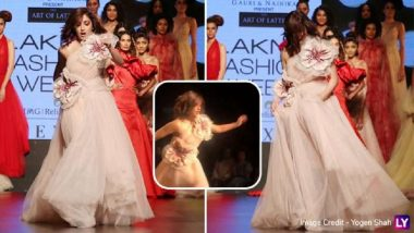 Lakme Fashion Week 2019: अन् रॅम्पवॉक करताना यामी गौतम पडता पडता वाचली (Video)