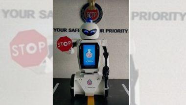 पुण्यात वाहतूक नियमनासाठी चक्क रोबोट रस्त्यावर!