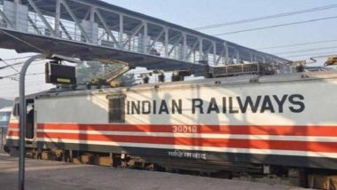ओडिशा मध्ये चालती ट्रेन पकडण्याच्या नादात या प्रवाशासोबत झाले असे काही, थरारक दृश्य सीसीटीव्हीत झाले कैद