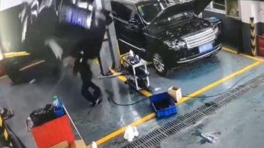 Rolls Royce अंगावर कोसळून मेकॅनिकचा मृत्यू, सोशल मीडियात व्हिडिओ व्हायरल (Video)