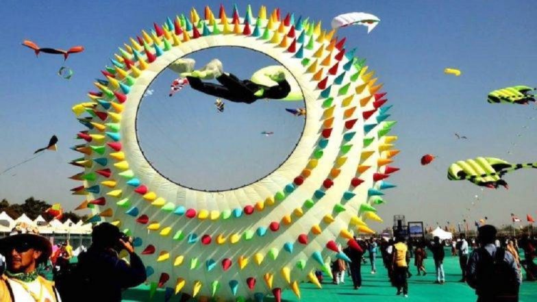International Kite Festival 2019 : आंतरराष्ट्रीय पतंग महोत्सवात रंगीबेरंगी पतंगांनी सजले आकाश !