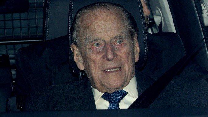 ब्रिटेनचे प्रिन्स फिलिप कार अपघातातून सुदैवाने बचावले