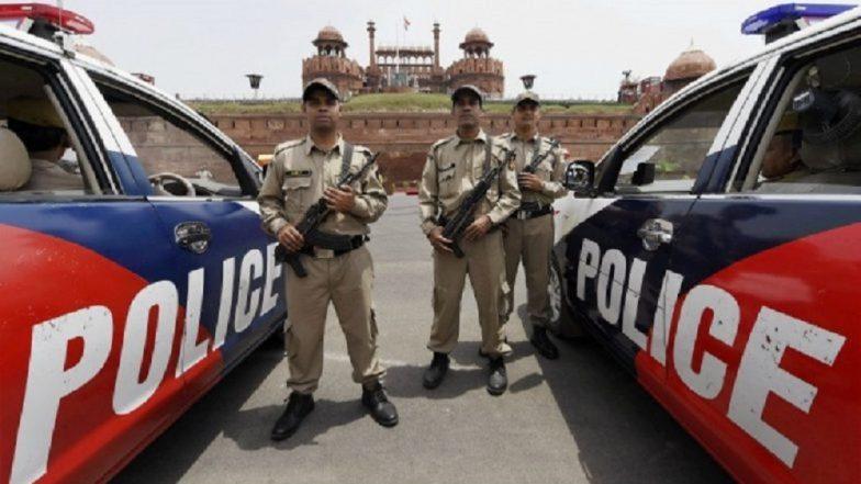 दिल्ली पोलिसांचा प्रताप , मृतदेह समजून उंदराच्या भोवती दहा तास दिला पहारा!