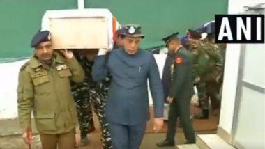 Pulwama Terror Attack: गृहमंत्री राजनाथ सिंह यांच्याकडून शहीद जवानांना श्रद्धांजली,खांद्यावर भार घेत दिला अखेरचा निरोप