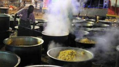 मदुराई येथील मुनियांदी देवीच्या मंदिरात भाविकांना प्रसादामध्ये मटण बिर्याणी