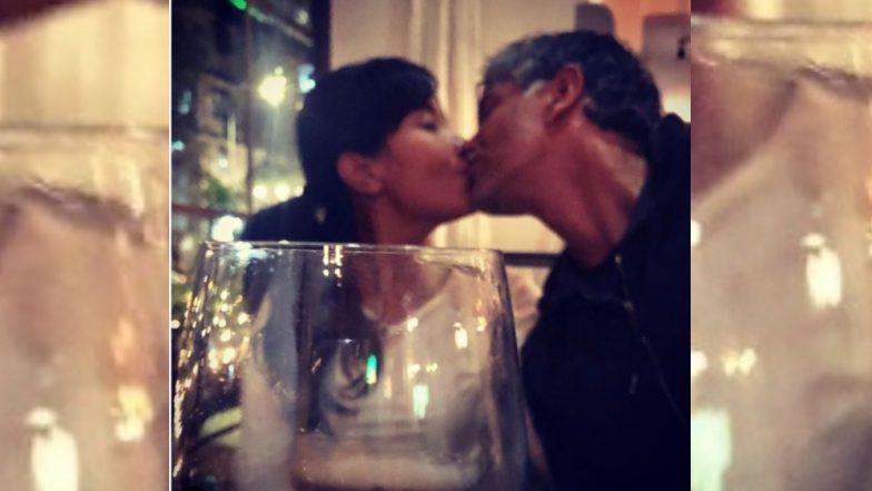'त्याच्यासोबत किस करताना मी अधिक खोल जाते'  मिलंद सोमण यांची पत्नी Ankita Konwar हिची प्रतिक्रिया
