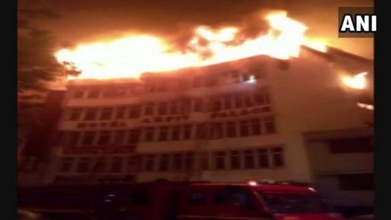 दिल्ली येथे अर्पित पॅलेस हॉटेलमध्ये भीषण आग, नऊ जणांचा मृत्यू