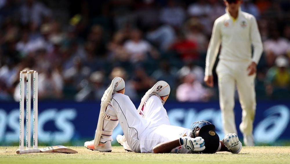 Australia vs Sri Lanka: श्रीलंका फलंदाज करुणारत्ने याला सामना खेळताना गंभीर दुखापत, मानेला चेंडू आदळल्याने स्ट्रेचरवर