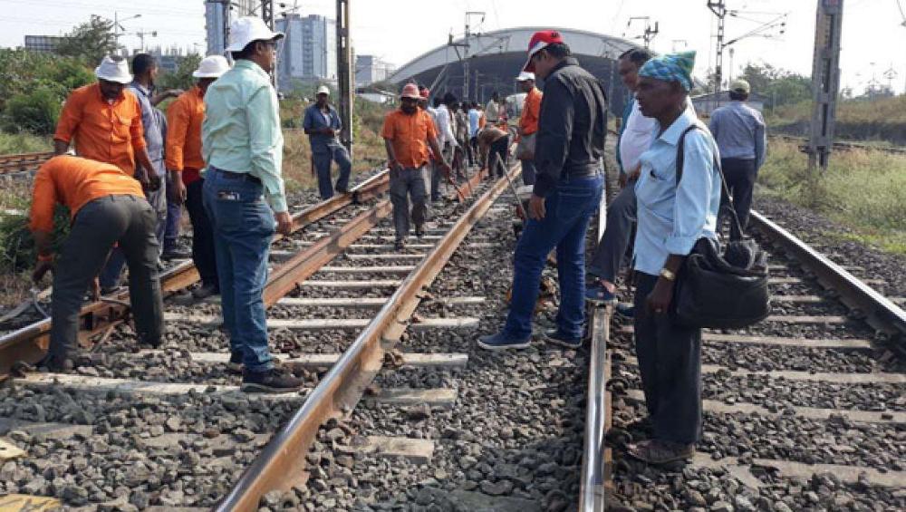 Mumbai Railway Mega Block on 5th January: मध्य, हार्बर मार्गावर आज मेगाब्लॉक, जाणून घ्या सविस्तर