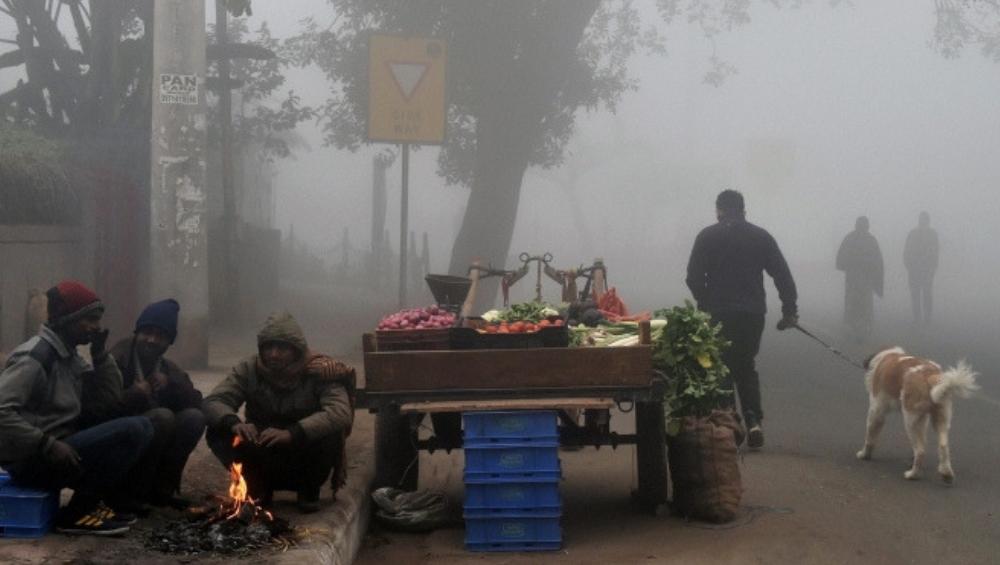 दिल्लीत गेल्या 22 वर्षातील थंडीचा रेकॉर्डब्रेक, राज्यातील तापमानाचा पारा 12 अंशावर
