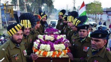 Pulwama Terror Attack: पुलवामा दहशतवादी हल्ल्यातील शहीद जवानांच्या कुटुंबियांना CREDAI राहत्या शहरात देणार 2BHK फ्लॅट्स