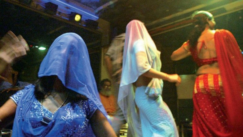 उस्मानाबाद: स्वातंत्र्य दिनी मध्यरात्री डान्सबारमध्ये छमछम, बारबालांवर पैशांचा पाऊस