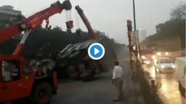 मुंबई: सायन फ्लायओव्हर वर डंम्पर उलटल्याने 'ट्राफिक जाम' (Watch Video)
