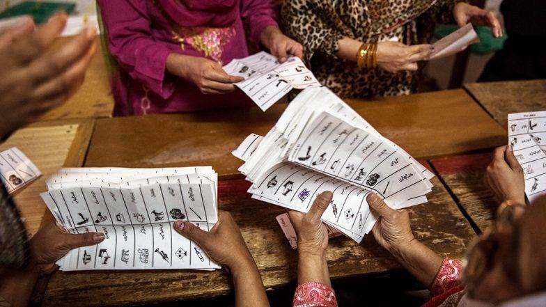 Lok Sabha Election 2019: NRI ऑनलाईन वोटिंगच्या माध्यमातून मतदानाचा हक्क बजावू शकतात यावर EC ने केला खुलासा, WhatsApp वर फेक न्यूज